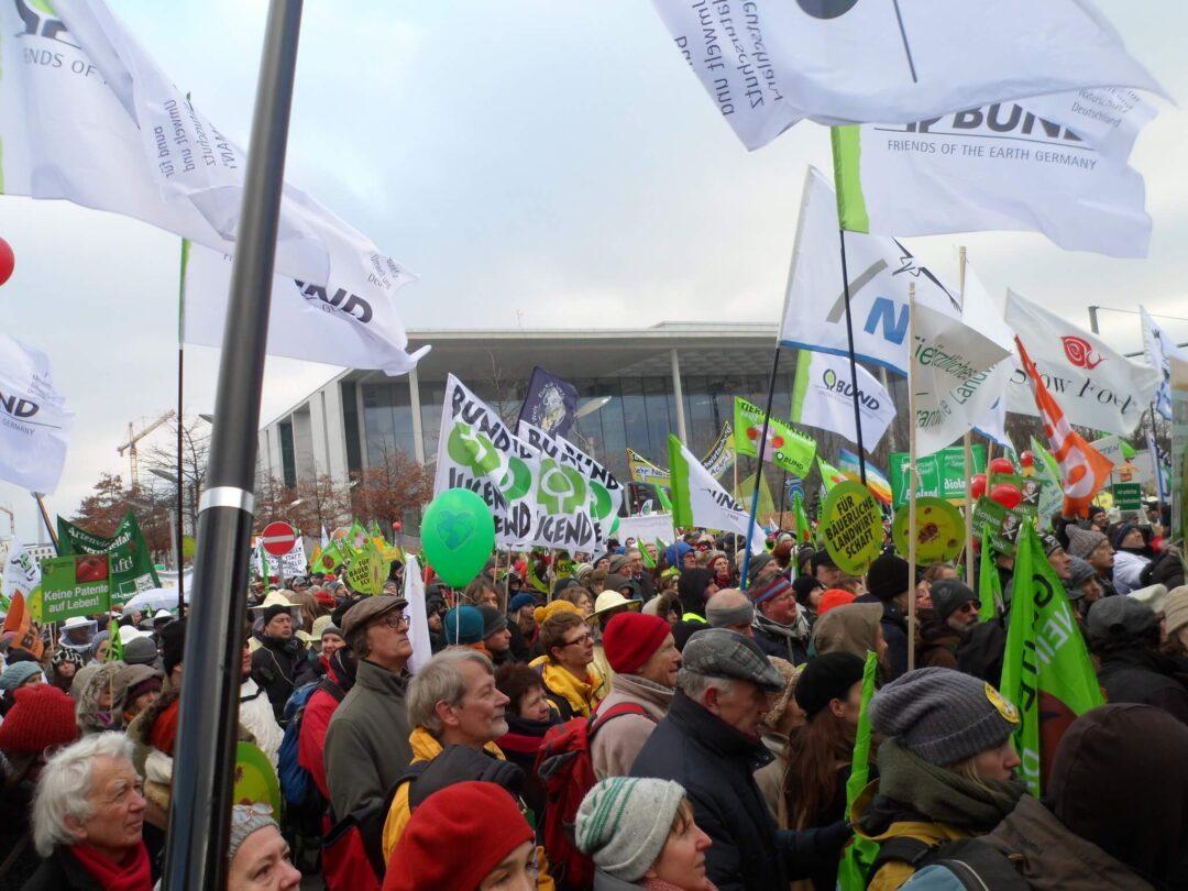 """Demonstatrionszug anlässlich der Grünen Woche unter dem Motto """"Wir haben es satt!"""" für eine gerechte Landwirtschafts- und Klimapolitik 2013"""